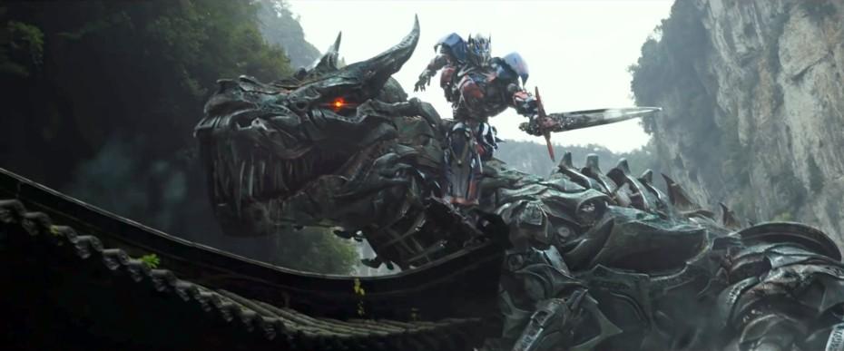 """Optimus Prime riding Grimlock in """"Transformers: Age of Extinction"""""""