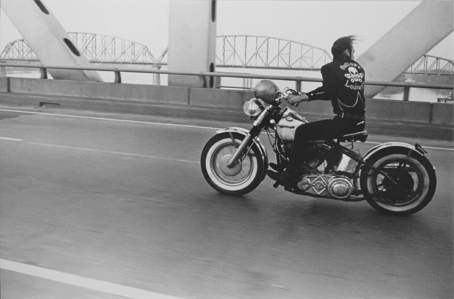 "Danny Lyon, ""Crossing the Ohio, Louisville""."